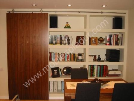 Mueble PLADUR con puerta madera corredera