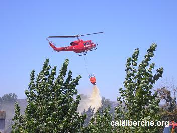 Helicóptero en labores de extinción