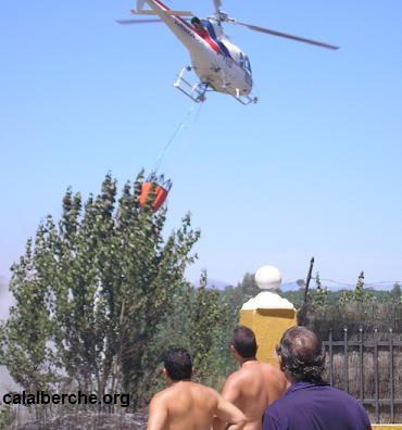 Helicóptero vaciando el