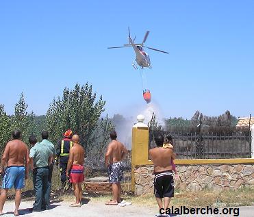 Hicieron falta tres helicópteros para sofocar el incendio